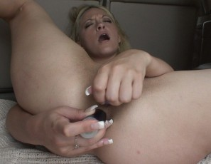 content/021815_hot_blonde_public_nudity_and_dp_anal_masturbation_in_the_back_of_my_truck/4.jpg