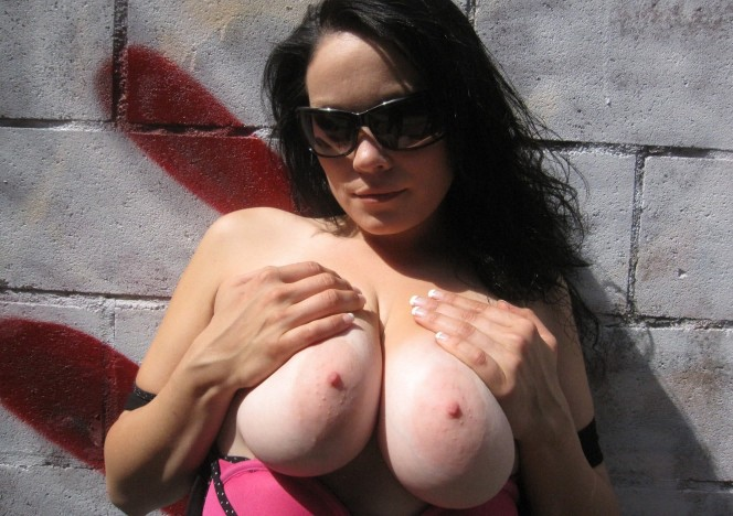 content/040415_big_tits_getting_naked_outside/0.jpg