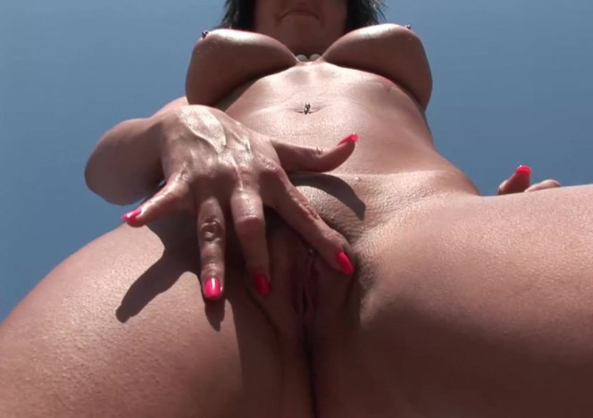 content/042711_hot_brunette_emo_chick_with_great_tits_naked_masturbating_public_part2/0.jpg