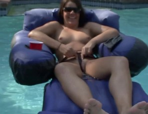 content/071010_naked_pool_party_chicks_at_my_tampa_house/3.jpg