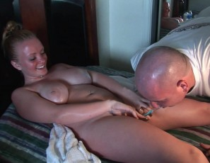 content/081215_hot_blonde_with_big_tits_masturbating_with_strange_objects_on_spring_break/3.jpg