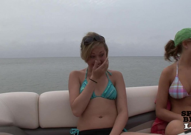 content/101511_4_girls_on_a_spring_break_boat/0.jpg