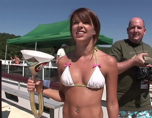 content/113011_wild_and_crazy_coeds_partying_naked_on_our_house_boat/1.jpg